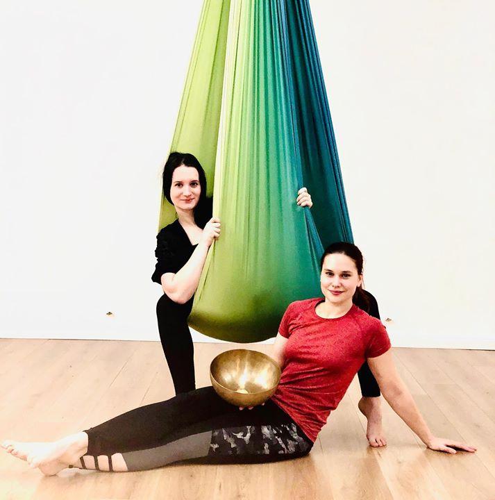 Wo Aerial Yoga auf Klangschale trifft...